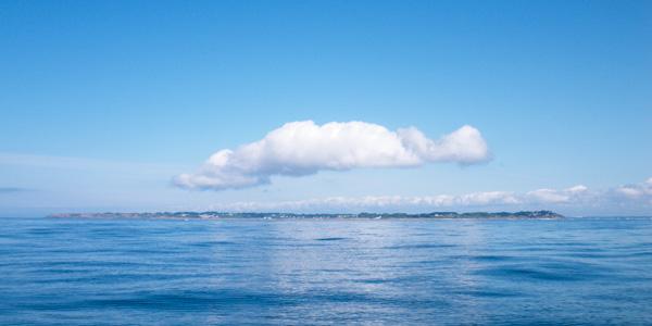 Naviguer loin du bord requiert préparation, équipements et une météo favorable