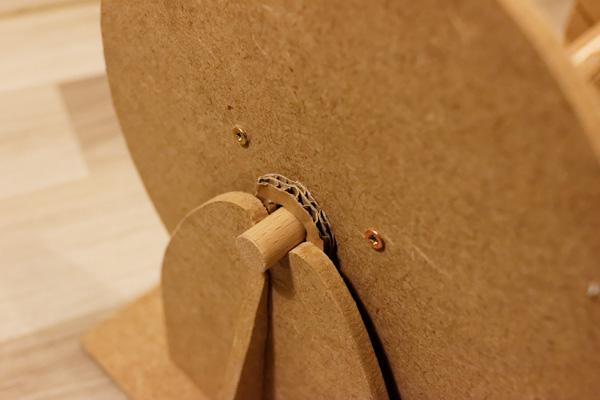 Partie mobile placée sur les berceaux. On remarque l'entretoise en carton.